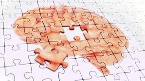 Los cambios hormonales en la menopausia causan que las mujeres tengan mayor riesgo de alzhéimer
