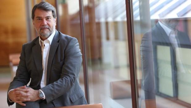 Pedro Alonso, director del Programa de Malaria de la OMS, en un momento de la entrevista con ABC