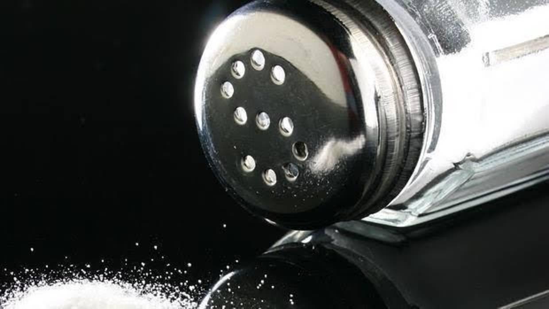 ¿Cómo afecta el cloruro de sodio a la presión arterial?