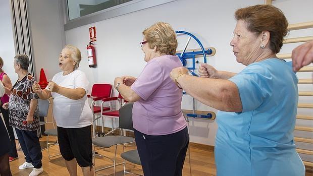 El ejercicio físico frena la pérdida .de masa muscular asociada a la edad