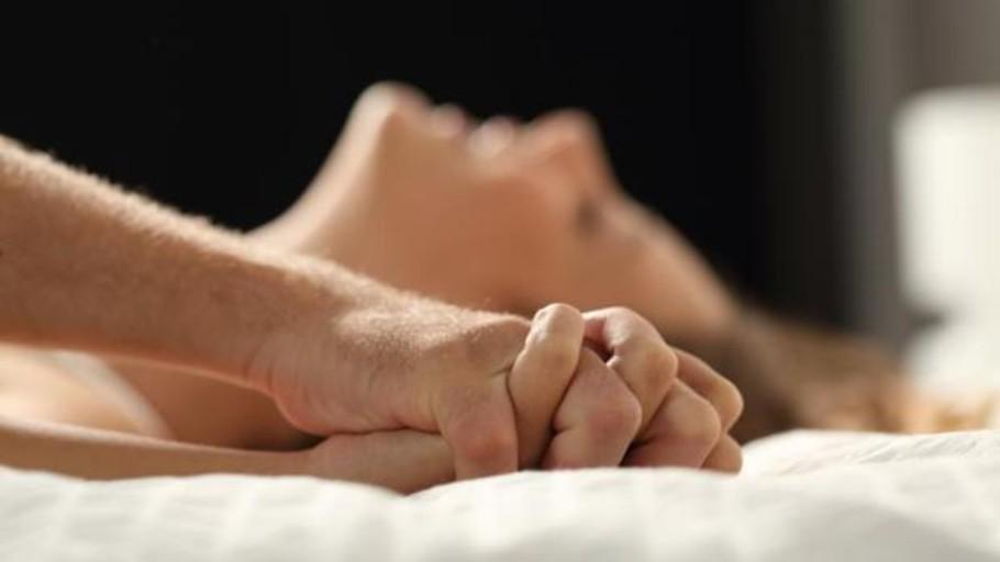 Una mujer sufre un derrame cerebral cuando iba a llegar al orgasmo con sexo oral
