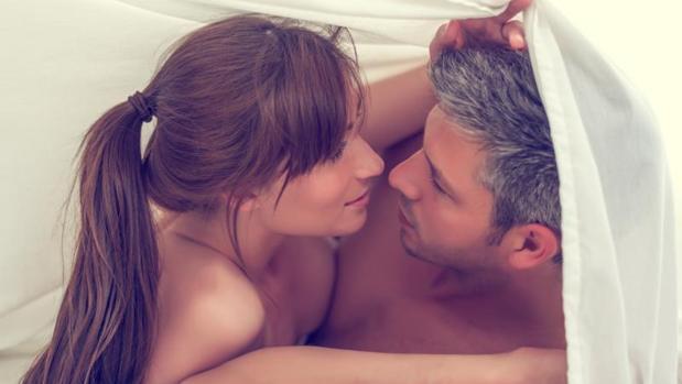 La sequedad en la zona vaginal que produce el descenso del nivel hormonal puede provocar que el sexo sea doloro e insatisfactorio