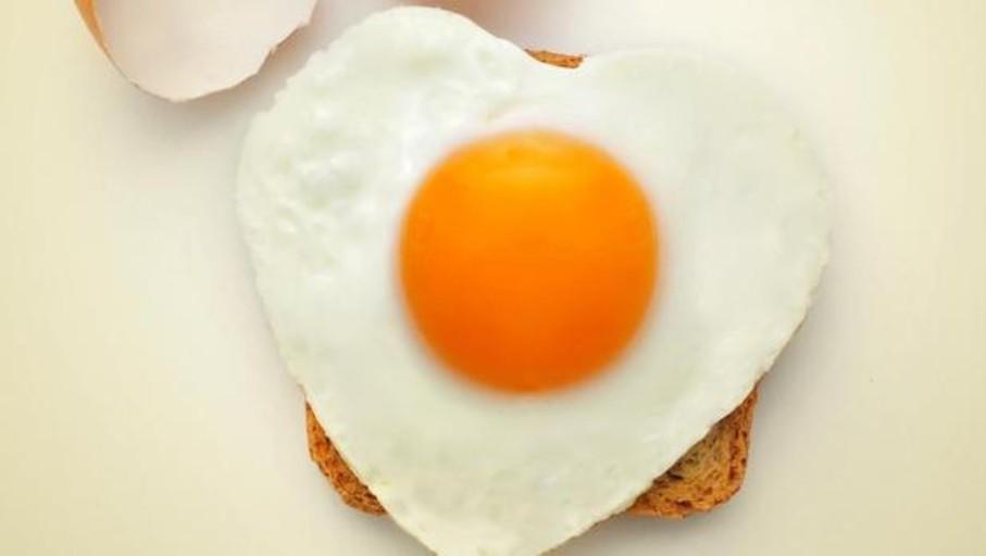 Si estás sano, puedes comer hasta un huevo al día sin miedo al ictus