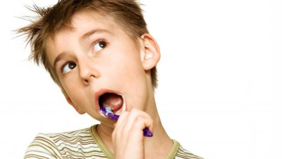 Cepíllate los dientes: la gingivitis aumenta el riesgo de alzhéimer