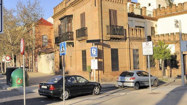 Un semáforo inteligente podría regular el acceso al Centro de Sevilla por la calle Baños