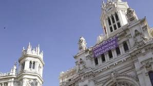 Pancarta contra las violencias machistas en el Ayto. de Madrid