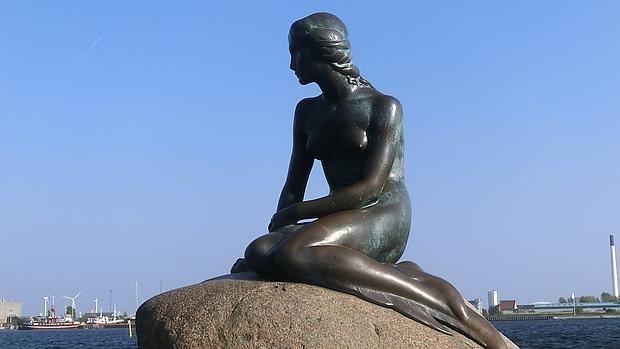 El desnudo de la Sirenita no es apropiado para esta red social