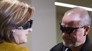 Los pacientes Carlos Martínez y Guadalupe Iglesias, primeros implantados en España con un «ojo biónico»