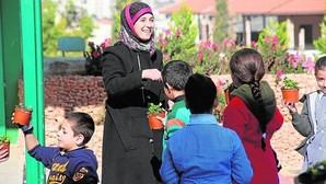 Hanan Al Hroub, con sus alumnos