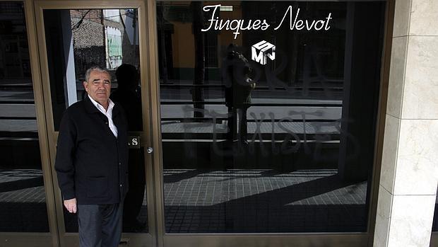 «Cerré la tienda y aún lucho contra la multa por no rotular en catalán»