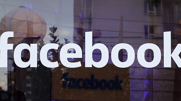 El logotipo de Facebook, una fábrica que trafica con tu vida afectiva, según el filósofo Vicente Serrano