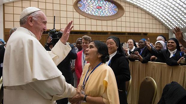 El Papa Francisco, este jueves, durante el encuentro con las religiosas en el Aula Pablo VI