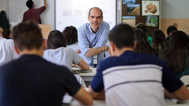 Juan de Vicente, con sus alumnos