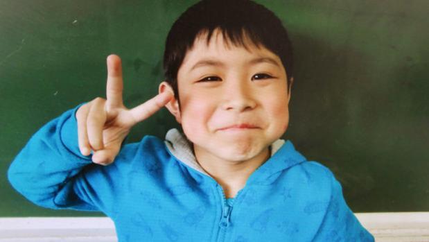 El niño japonés de 7 años, Yamato Tanooka, perdió dos kilos de peso durante los seis días que permaneció solo en el bosque