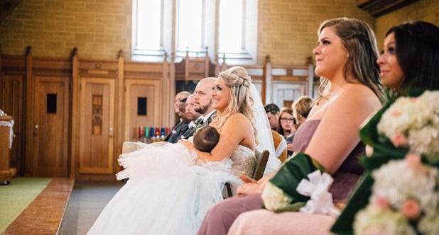 Novia y mamá: la foto de una madre dando el pecho a su hija en su boda emociona al mundo