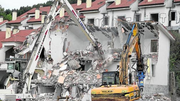 Resultado de imagen de derribo viviendas ilegales