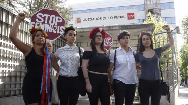 Las cinco activistas de Femen, a su llegada al Juzgado el pasado 19 de julio