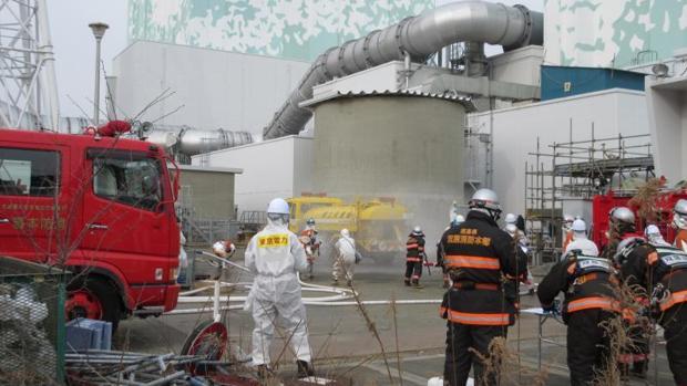 Trabajos de descontaminación y desmantelamiento de la siniestrada central nuclear de Fukushima el año pasado