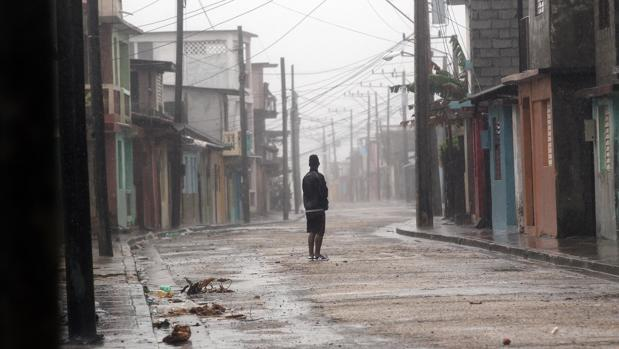 El hurac n matthew golpea severamente guant namo a su paso for Cuba motors el paso