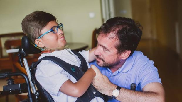 Andrés Marcio, junto a su padre Jesús Marcio, impulsor de la fundación