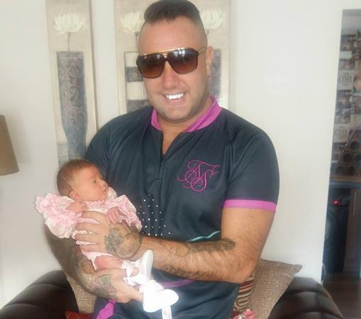 Hughes con su hija