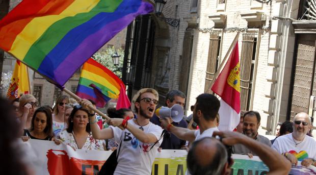 Manifestación organizada por el colectivo de lesbianas, gays, transexuales y bisexuales de Toledo (LGTB)