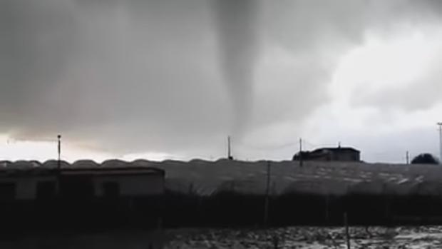 Un espectacular tornado causa da os materiales en la provincia de huelva - Tornados en espana ...