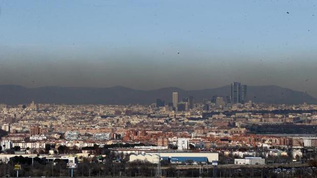 Contaminación  Las lluvias y el viento no quitarán la «boina» a Madrid  hasta la próxima semana 99bb36d49c8
