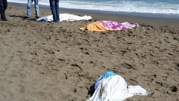 Cuerpos sin vida de dos estudiantes turcos y su monitor que murieron ahogados en la playa
