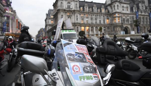 Hemeroteca: París obliga a que todos los vehículos lleven etiquetas según contaminan | Autor del artículo: Finanzas.com