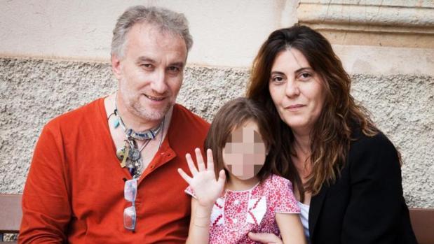 50 fotografías llevan al juez a imputar delitos sexuales a los padres de Nadia