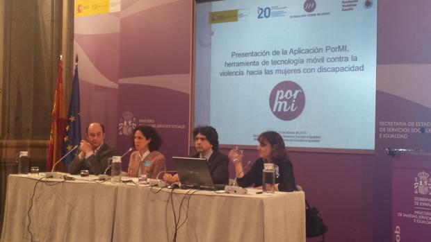Un instante en la presentación de «Pormi», la herramienta de tecnología móvil contra la violencia hacia las mujeres con discapcidad
