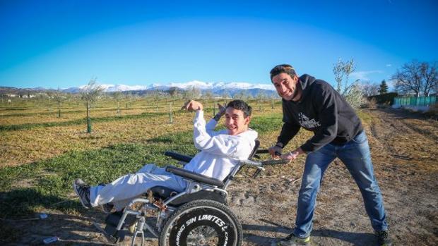 Juan Luis y Óliver, una pareja de hermanos sin límites