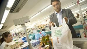 El Gobierno quiere que las bolsas de plástico dejen de ser gratuitas desde 2018