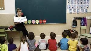 El Gobierno convocará plazas en una legislatura para que todos los profesores interinos sean funcionarios