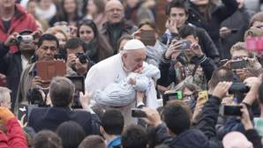 El Papa anima a los párrocos a acoger a los jóvenes que conviven sin casarse