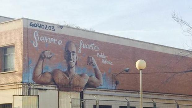 un instituto de cartagena homenajea a pablo rez con un mural en su fachada