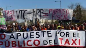 Los taxistas colapsan Madrid y Barcelona contra los servicios prestados desde el smartphone