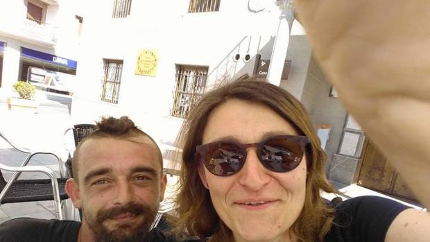 Una vecina de La Zubia (Granada) se entera en Facebook 8 días después de que su hermano ha muerto