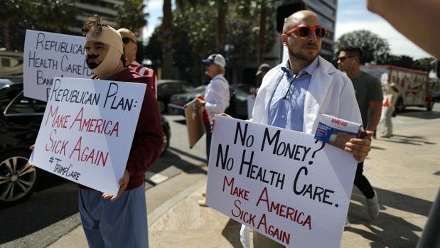 Protesta en Los Ángeles contra el plan republicano para derogar y sustituir el Obamacare