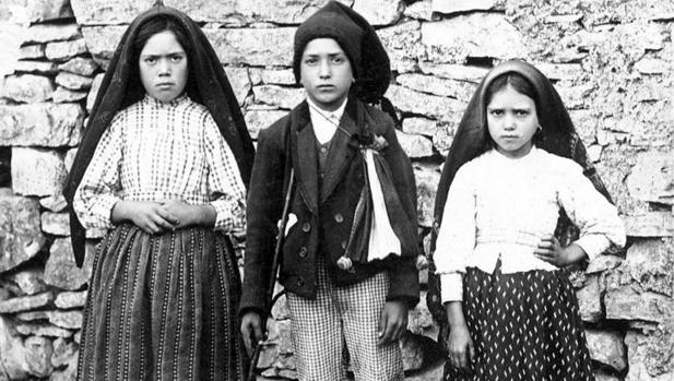 Lucía, Francisco y Jacinta, los tres pastorcillos de Fátima