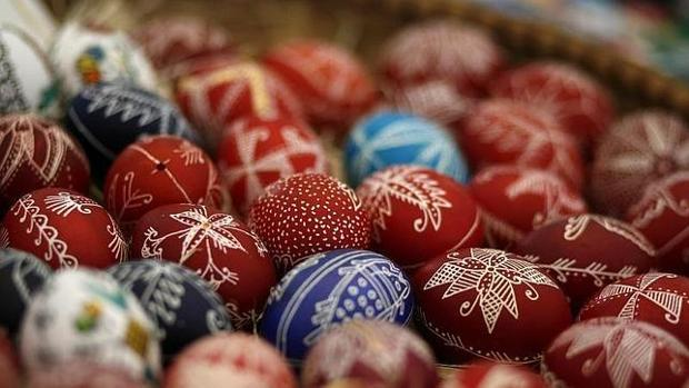 Huevos pintados a mano para la celebración de la Pascua en Bulgaria