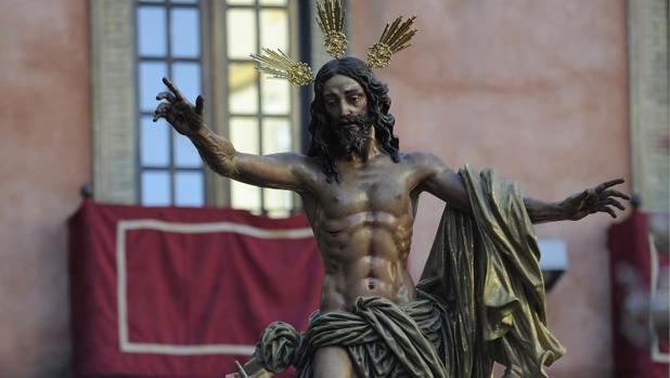 Precesión de la Cofradía de Jesús Resucitado en Sevilla