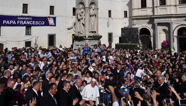 El Papa afirma que los mártires de hoy «son la sangre viva de la Iglesia, sacan adelante la Iglesia»