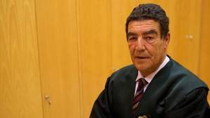 Juez Calatayud: «¿Se dejaría operar por un cirujano que obtuvo el título con dos asignaturas suspendidas?»