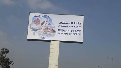 Un cartel promocional de la visita en El Cairo