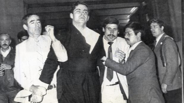 El sacerdote ultraconservador español Juan Fernández Kroh, detenido tras intentar atentar contra Juan Pablo II en Fátima en 1982