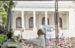El Papa ofrece a la Virgen de Fátima una rosa de oro