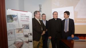 Manuel Bru, autor del libro (izq.) y el el portavoz de la conferencia episcopal, José María Gil Tamayo