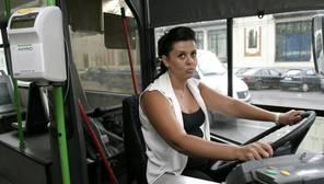 Una mujer conductora de autobús